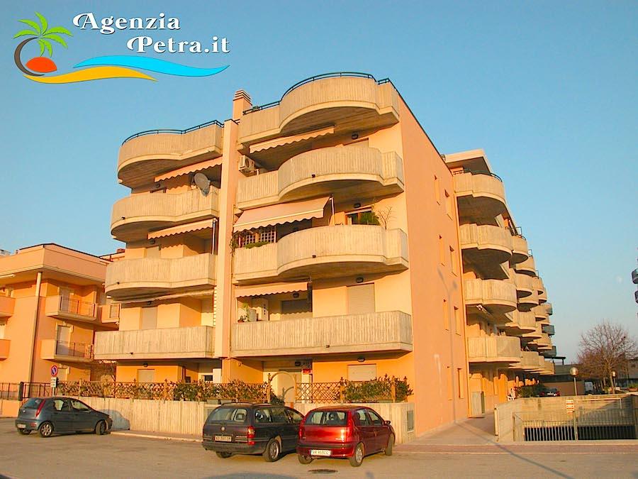 Appartamento sirena interno 50 trilocale 6 posti letto for Subito it gorizia arredamento